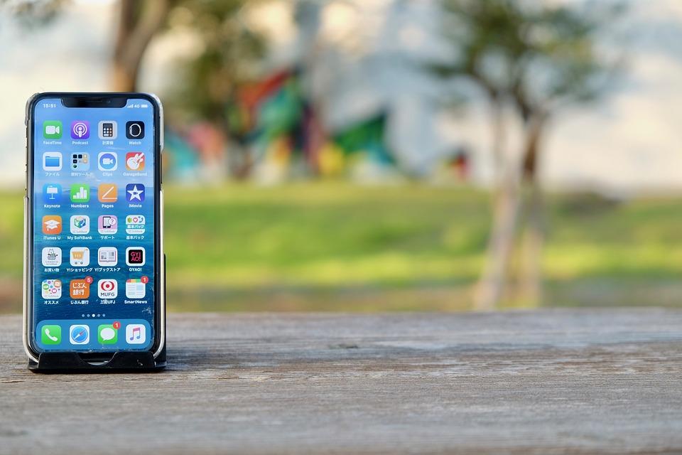 """Po co nam smartfony? Czy każdy musi mieć """"mądry"""" telefon?"""